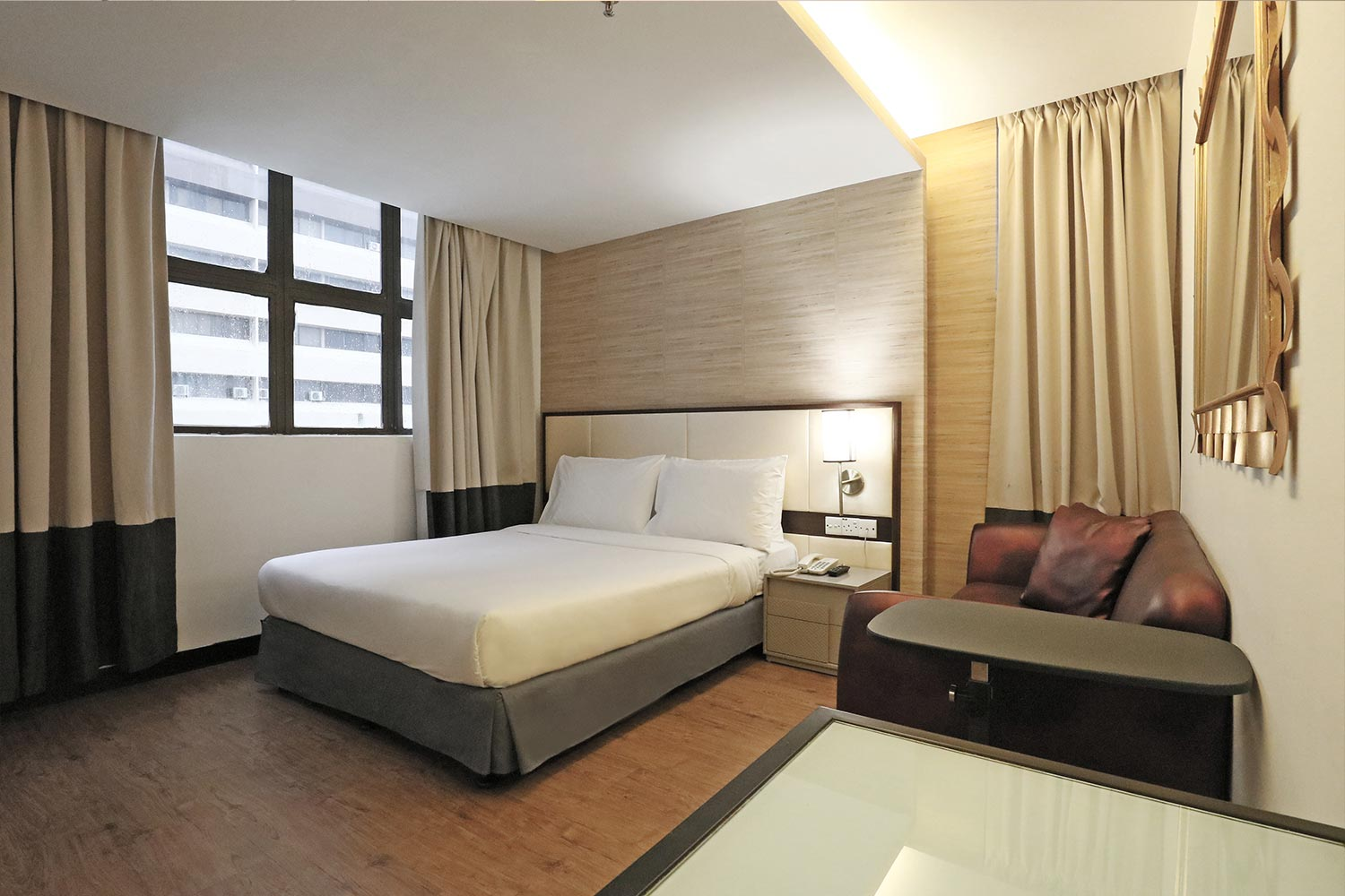 advantages of 4 star hotel disadvantages of 4 star hotel What are the benefits and disadvantages of a 5-star rating system, a 3-star rating system, and a thumbs up thumbs down rating system hotel, book, or movie.